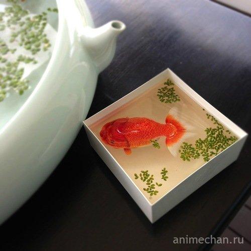 Удивительные рисунки японского художника на посуде