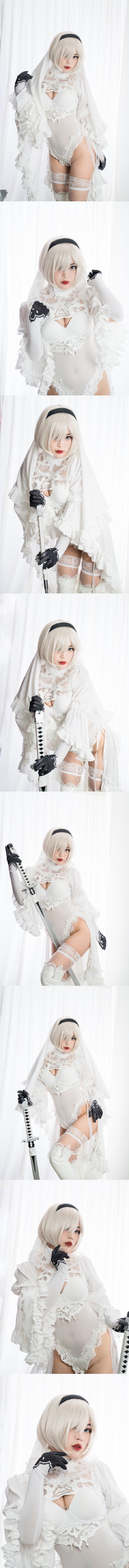 Black and White 2B Cosplay