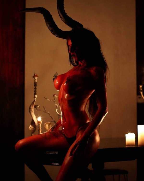Succubus Cosplay