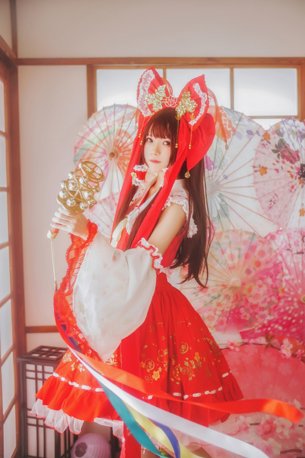 Hakurei Reimu Cosplay by Lapin Angelia