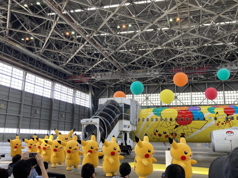 Покемон авиалинии предаствляют: Пикачу-самолет