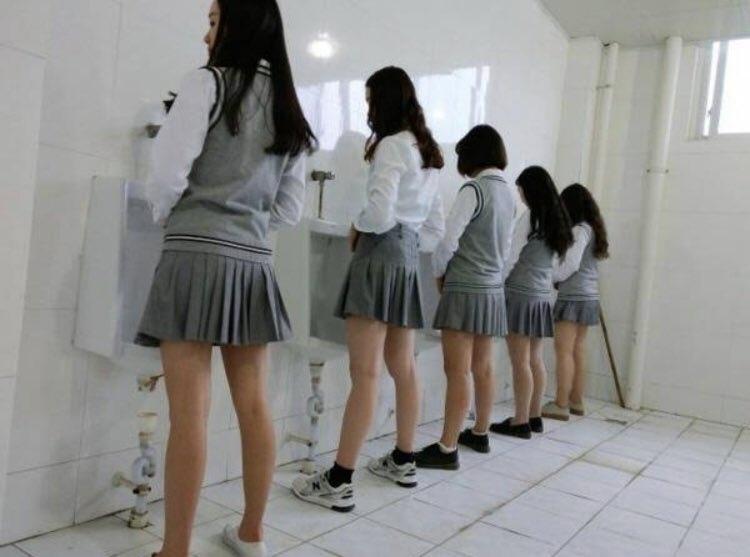 Кажется, я ошибся туалетом... Или нет?